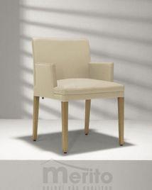 D 20-5/6 stolička s masívnymi nohami a čalúnenými podrúčkami, Hülsta