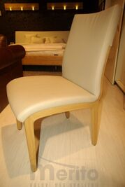 D 25-2 kožená stolička s masívnymi nohami, Hulsta