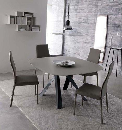 BOMBO dizajnový zaoblený jedálenský stôl pevný