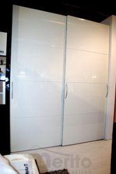MULTI FORMA skriňa s posuvnými dverami biely lak Hulsta